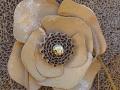 Fleur décorative en carton