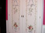 Portes peintes dans une entrée