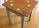 Petite table peinte