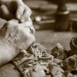 Les mains lors d'une restauration